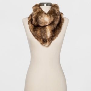 🧣NWT Faux Fur Neckerchief🧣